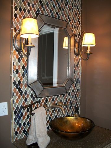 A powder room built for One